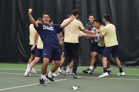 Men's, women's tennis kick off season with shutout victories